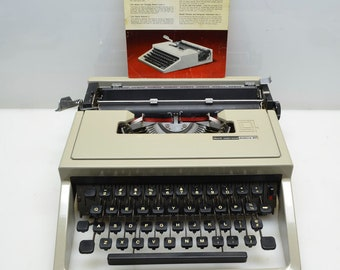 Vintage 1968 Underwood Olivetti Lettera 31 'Dora' Portable Manual Typewriter in Excellent Working Condition, New Ribbon, Made in Italy, Tan