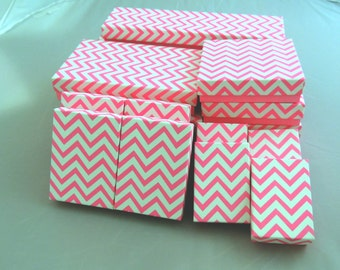 Lot of 100 Assorted Size Hot Pink Chevron Cotton filled Jewelry Boxes , 5 of Each size Chevron design Gift Retail Presentation Party boxes