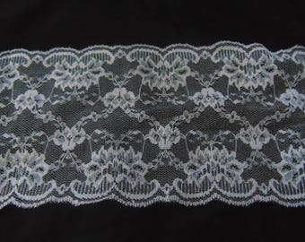 5 metres of 5.5 inch wide baby pink vintage Nottingham lace,scallop at both sides