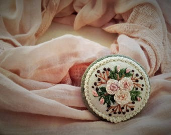 Pink Roses Brooch, embroidered brooch, gift for her, handmade jewelry, vintage style, special gift