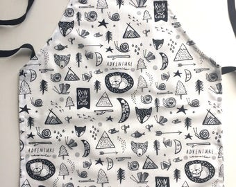 Play Apron in Black and White Adventure