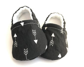 Black & White Arrow Baby Booties, Baby Shoes, Baby Slippers, Baby Booties, Baby Moccs, Soft Sole, Baby Gift, Baby Booty
