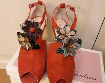 Suede Shoes with flower ornament