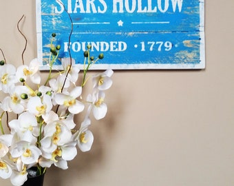 Gilmore Girls Stars Hollow Reclaimed Wood Sign, Pallet Wood, Rustic Decor