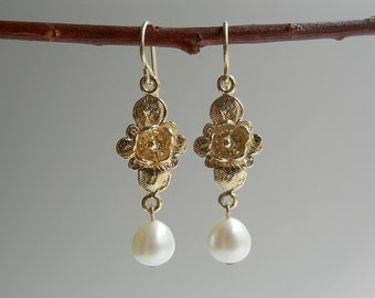 Pearl Flora Earrings