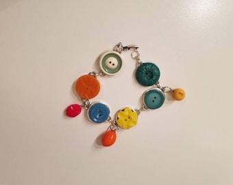 Recycled button bracelet. Vintage bracelet. Handmade bracelet. Unique bracelet.Funky 60s bracelet.