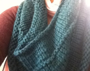 Chunky knit cowl/capelet