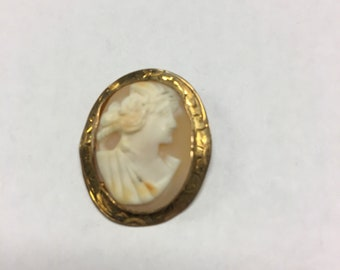 14k Vintage Hand Carved Cameo Brooch Pin