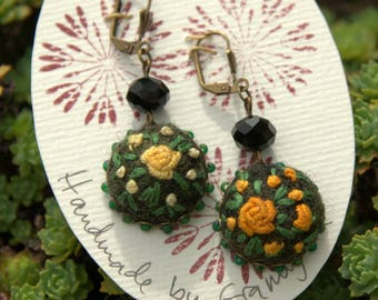 Earrings embroidered felted wool and glass beads - pink ombre yellow (N ° 12