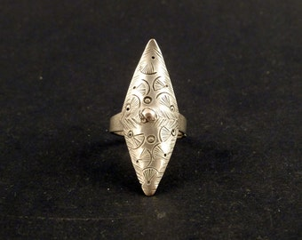 Old Hill tribe silver ring from the golden triangle, SE Asia, tribal ethnic ring, Hmong and Mien rings, hill tribes ethnic jewelry