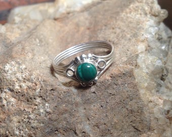 Sterling Silver and Malachite Circle Ring Size 8-9