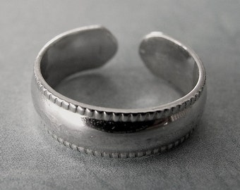 Sterling Silver Plain Smooth with Decorative Edges Toe Ring - Any SIze