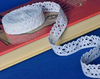 1 Yard of White Cluny Lace Trim 1 Inch Wide - Scalloped Bottom Edge
