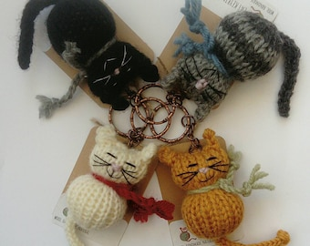 Knitted cat keyring, cat gift, cat keychain, gift for cat lover, mothers day gift, unusual keyring, cat accessory, eco friendly gift
