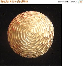 SaLE - Vintage Silver Tone Textured Metal Domed Brooch Pin (1429)
