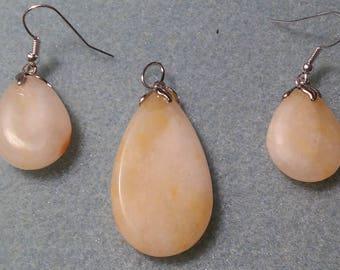Ivory hued Quartz Earring & Pendant set