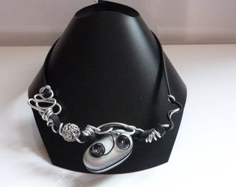 THE CHOKER NECKLACE BLACK AND GREY THREADS ALUMINUM AND RUBBER