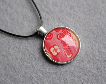 Necklace with pendant round
