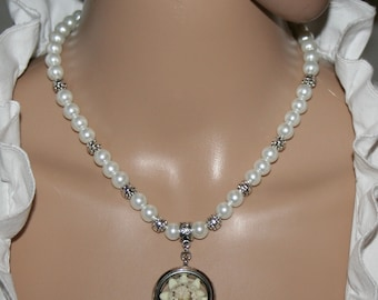 Dirndl pearl necklace white with cultivated edelweiss in a medallion
