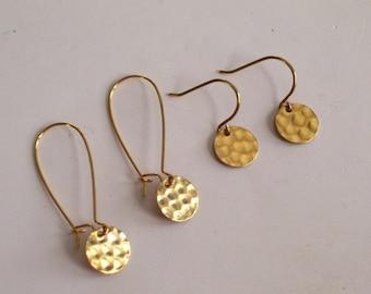 Hammered Brass Disc Earrings, Gold Brass Earrings, Modernist Earrings, Minimalist Earrings, Everyday Jewelry, Simple Earrings
