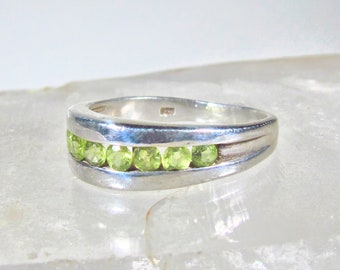 Vintage 925 Sterling Silver and 1.0 CTW Round Brilliant Peridot Channel Set Statement Ring Size US 8