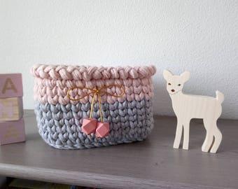 Corbeille de rangements textile,  déco et organisation chambre bébé, cadeau naissance fille, corbeille carré au crochet, panière traphilo