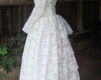 SALE!  Vintage 1950's Lace and Tulle Full Skirt Ruffled Back Wedding Dress * XS