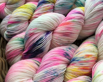 Choufunga / Mad Tea Party / hand painted yarn / hand dyed superwash merino sock wool / speckled yarn / indie dyer / alice in wonderland