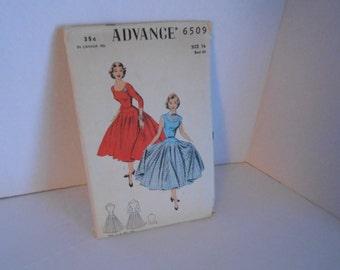 ADVANCE 6509 dress  size 16