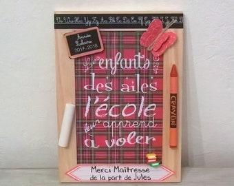 Cadeau maîtresse personnalisable, cadre école, citation, étiquette personnalisée, papillon crayons, année scolaire ardoise, écossais rouge