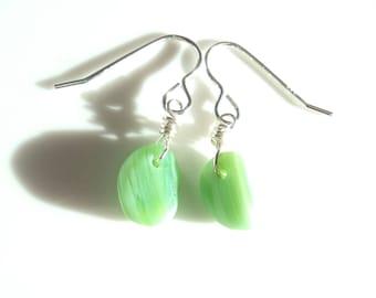 Seaham Seeglas Ohrhaken Jadeit grün Tropfen aus Sterling Silber Haken - E1782 - aus Seaham, UK suspendiert