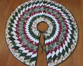 Christmas Tree Skirt.....Spiral....Handmade.....READY to SHIP....Red....Green....Gold