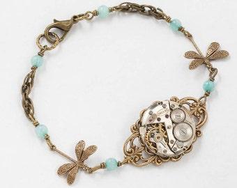 Steampunk Bracelet, Bracelet libellule avec Vintage montre argent sur en filigrane avec véritable bleu aigue-marine sur chaîne de corde d'or, bijoux cadeau