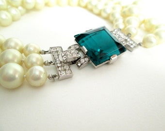 Trafari Costume Pearl Necklace with Emerald Jewel Clasp