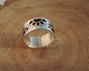 Sterling silver ebony wood handcrfated patterend ring