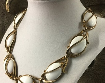 Signed Trifari Milk Glass Cabochon Choker Necklace Gold Tone Metal Caged Links Bright White