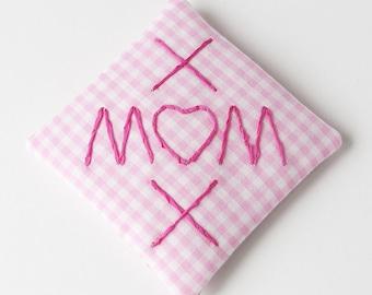 Sachet brodé maman XOX, sachet de lavande de Vichy Rose, cadeau de Saint Valentin, cadeau de fête des mères, sachet de tiroir parfumé coussin parfumé
