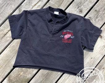 Vintage Red Wings Crop Henley M