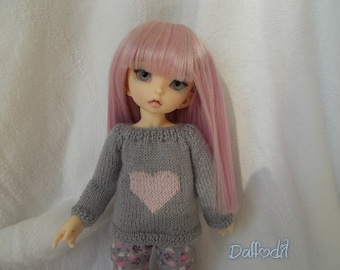 Handmade pullover with heart for yo-sd, but available for any kind of dolls (momoko, barbie, fashion royalty, pullip, blythe, bjd...)
