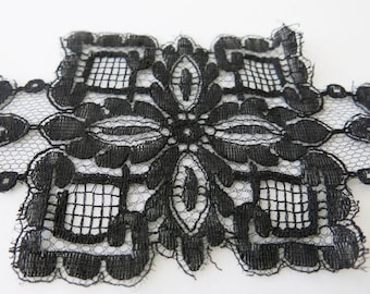 5.5ft VINTAGE BLACK LACE - French geometric black lace from the 1920's.