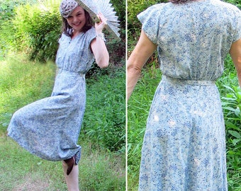Vintage 40s 50s Day Dress with matching belt. Size Small