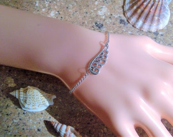 Delicate bracelet Angel's wing-also for the big wrist!