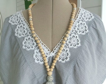 Necklace with light grey tassel