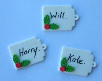12 edible CHRISTMAS NAME TAGS holly cake cupcake decoration novelty topper cute gift xmas party birthday holiday cookie