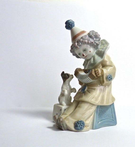 LLADRO CLOWN & PUPPY ~ 5279 Clown Pierrot Playing Accordion ~ Serenading The Puppy ~ Hand Signed On Bottom ~ Original Box