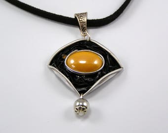 Diamond color coffee capsule necklace black and yellow