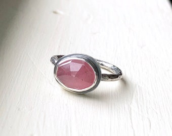 Delicate pink sapphire Ring - dainty gemstone ring - gift-for-her - boho gift for mom -  gift ideas for her - Sara Westermark