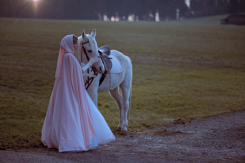 Drei Haselnüsse für Aschenbrödel Hochzeit Umhang mit Kapuze