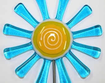 Glassworks Northwest - Brilliant Aqua Daisy Flower Stake - Fused Glass Garden Art