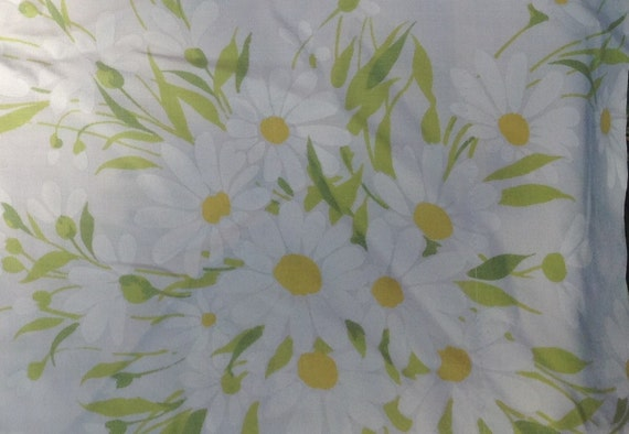Daisy Pequot Pillow Case + 1970s + Vintage Linens and Fabric